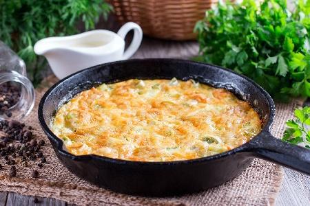 Пържени яйца и праз лук в масло (омлет) - снимка на рецептата